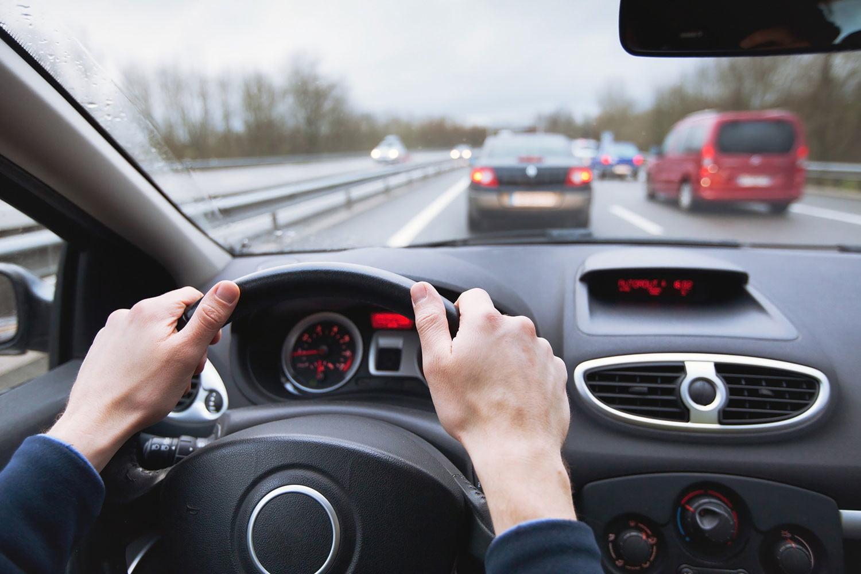 Luôn ghi nhớ giữ khoảng cách an toàn khi lái xe