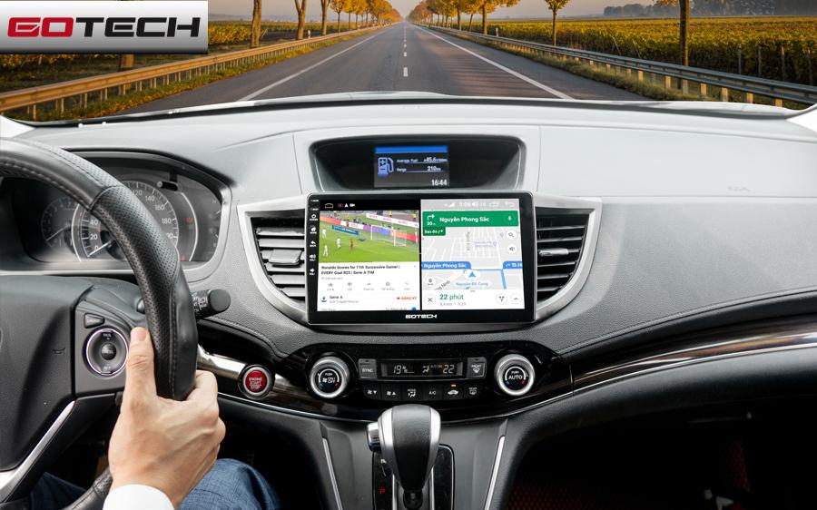 Với màn hình ô tô GOTECH bạn có thể mở hai ứng dụng song song cùng lúc