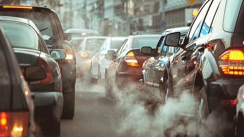 Quay đầu xe khi tắc đường khiến tình trạng ùn tắc càng trở nên nghiêm trọng hơn.