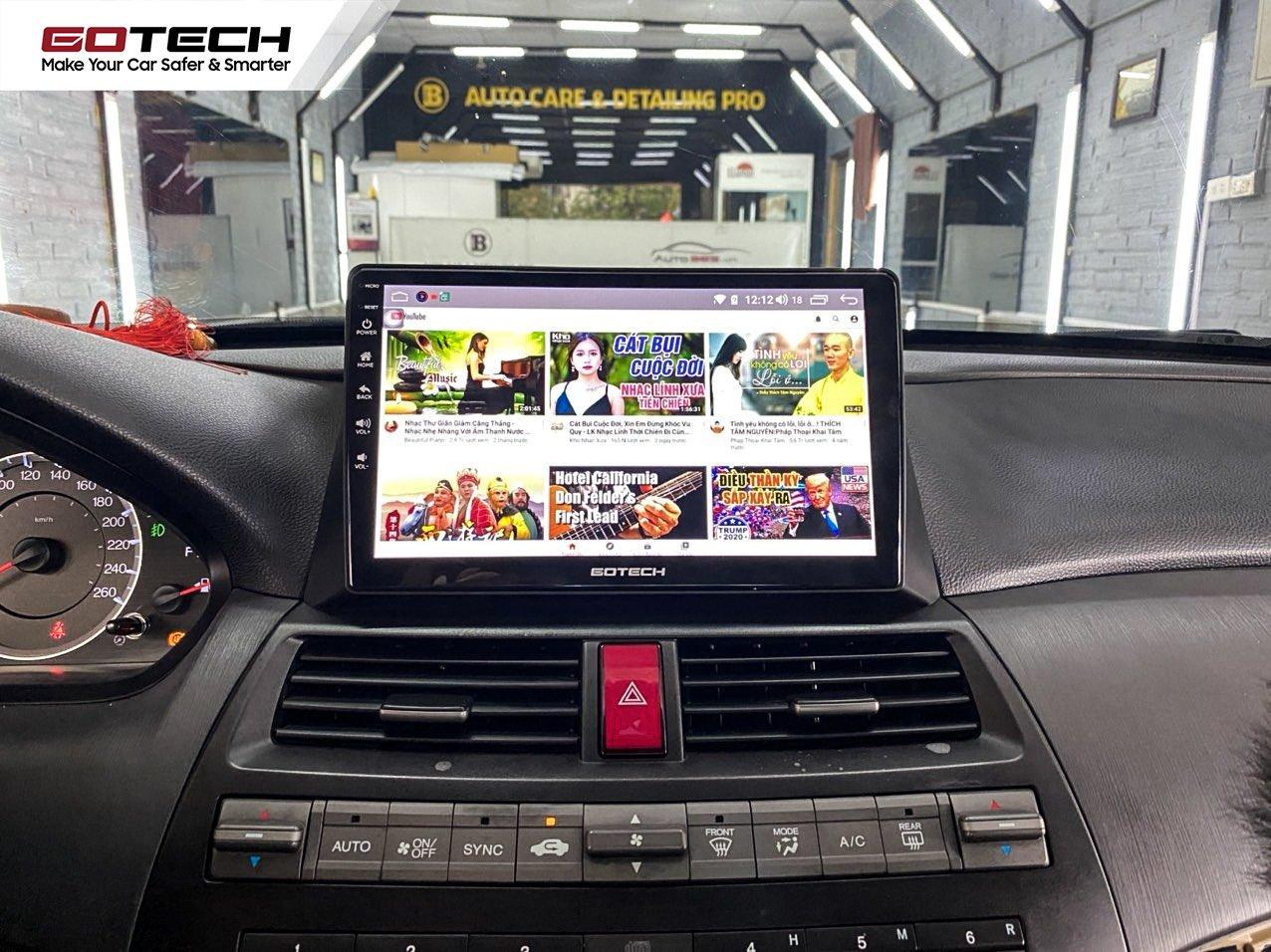 Màn hình ô tô thông minh hỗ trợ giải trí hiệu quả khi tắc đường.