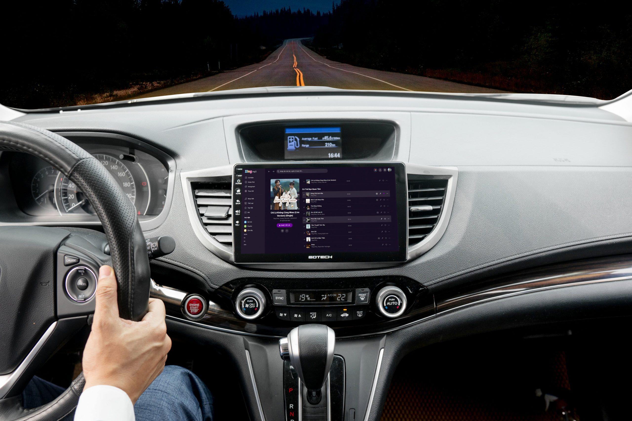 Nghe nhạc giúp tỉnh táo khi lái xe vào ban đêm.