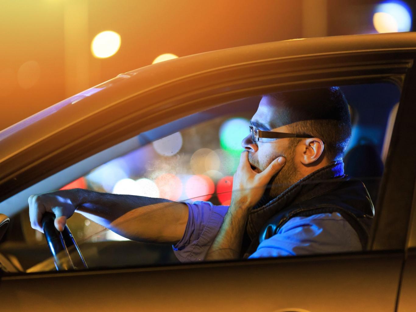 Lái xe trời tối khiến tầm nhìn hạn chế, khó điều hướng phương tiện.