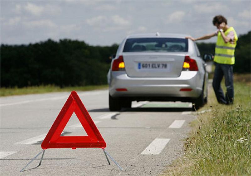 Sử dụng đèn để làm tín hiệu cảnh báo cho các phương tiện khác.