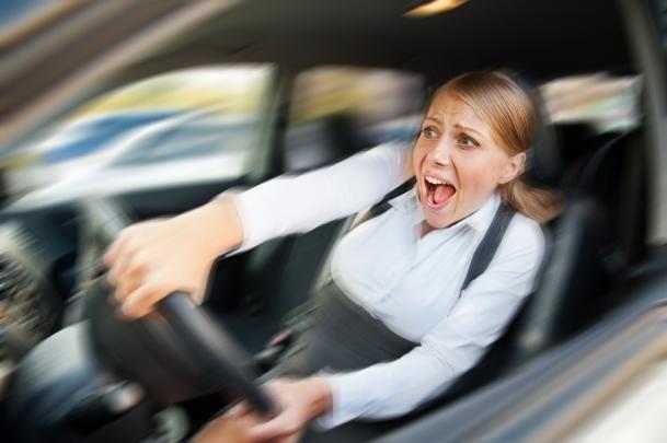 nổ lốp ô tô trên cao tốc