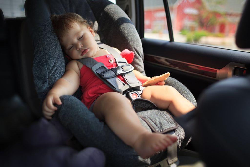 Chú ý thắt dây an toàn cho trẻ
