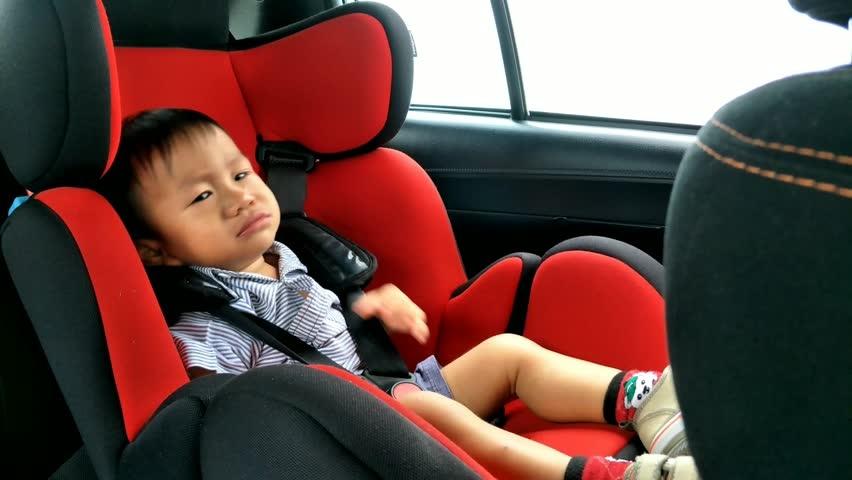 Không khí trên xe hơi có sự chênh lệch so với bên ngoài khiến trẻ khó chịu.