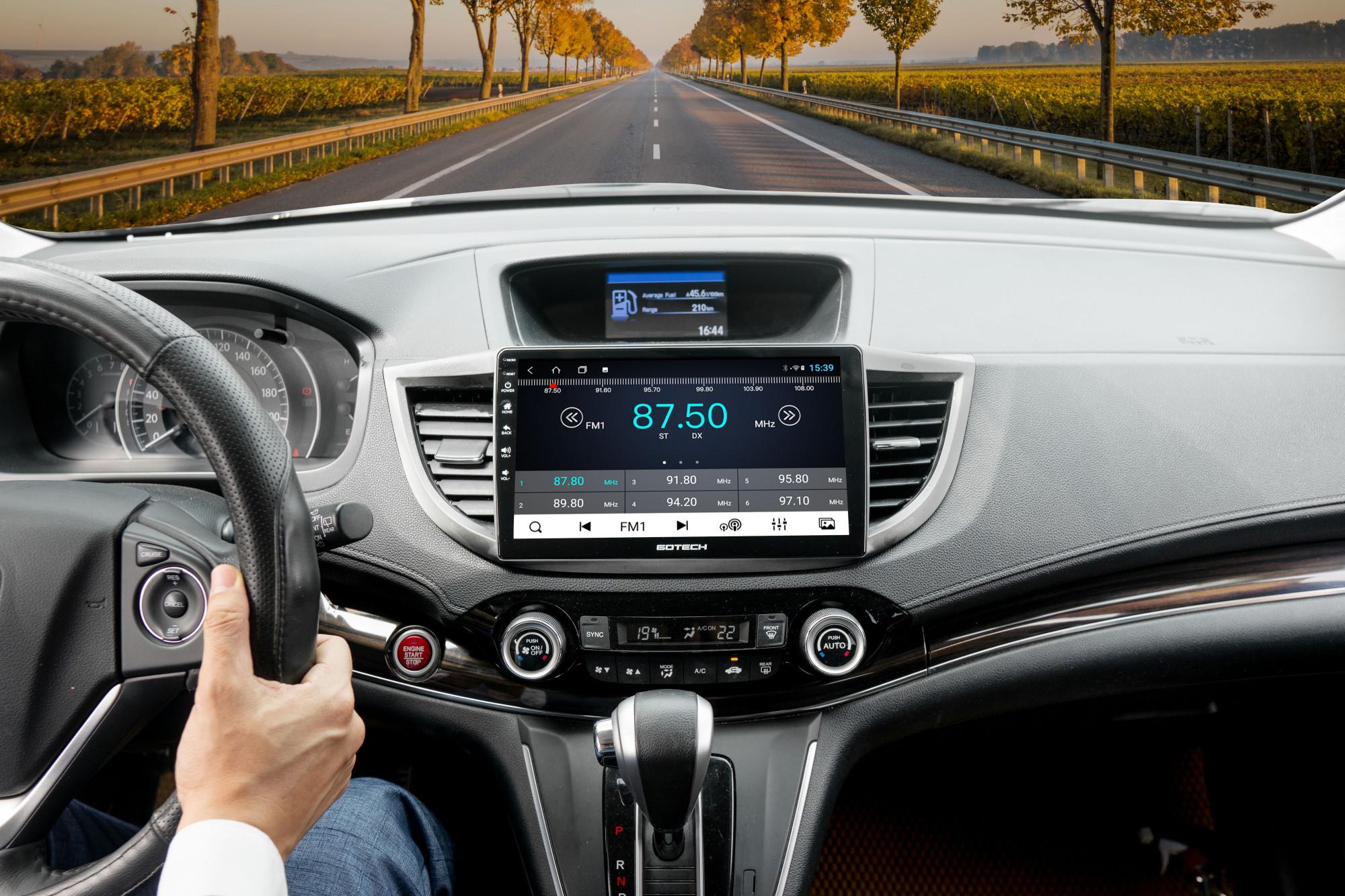 Nghe radio trên màn hình ô tô