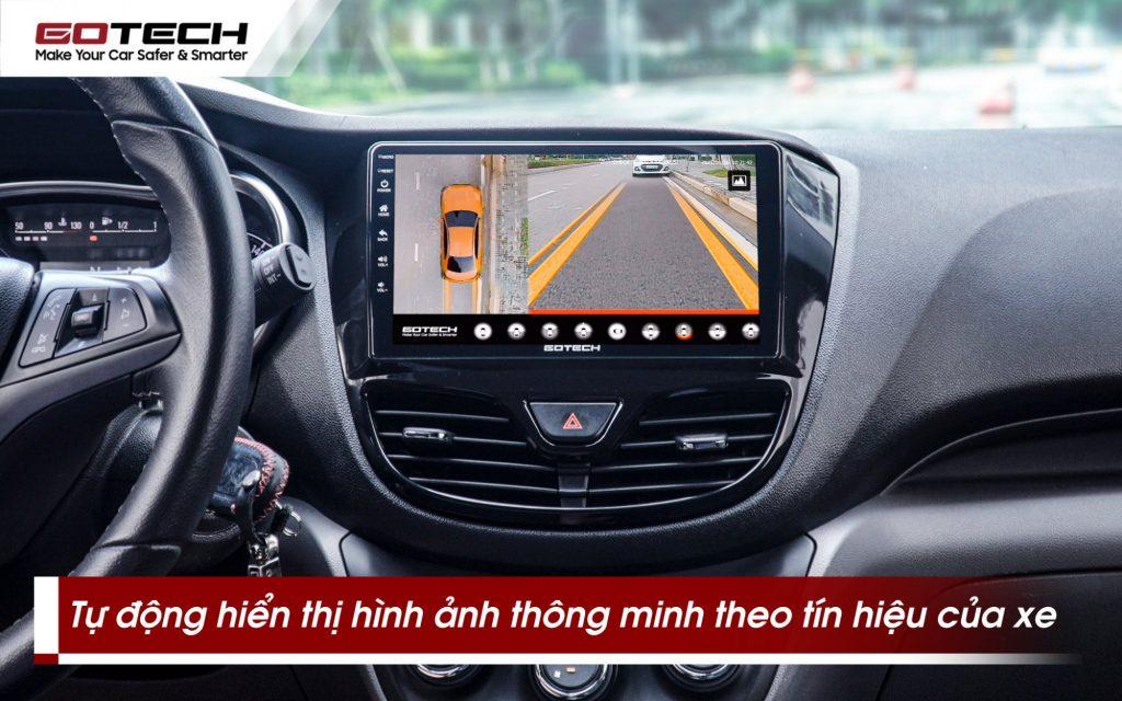 Camera 360 gotech gp6 hiển thị hình ảnh theo vạch đánh lái và tín hiệu của xe.